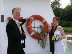 Brautpaar draußen