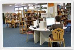 Bücherei PC Arbeitsplatz mit Rahmen