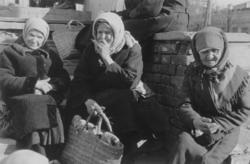 Archiv-Bild 3 Frauen
